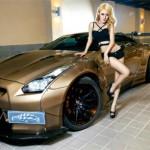 Chân dài xinh đẹp bên siêu xe Nissan GT-R