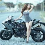 Chân dài cực xinh bên siêu xe mô tô Kawasaki
