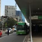 Xe máy lấn làn xe buýt nhanh bị phạt tiền 400.000 đồng