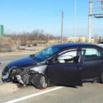 Xe Toyota Corolla mất lái suýt đâm chết người đàn ông trên vỉa hè