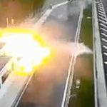 Siêu xe Porsche 911 mất lái tông vào Honda Civic 4 người chết