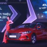 Giá xe Hyundai Elantra 2016 2.0AT từ 739 triệu ở Việt Nam