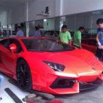 Cặp Lamborghini Aventador khiến bao người ngắm nhìn trên phố