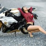 Ngắm dàn chân dài cực xinh bên siêu xe mô tô