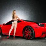 Chân dài nóng bỏng khoe dáng bên siêu xe Ferrari độ ngầu
