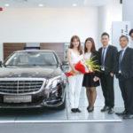 Ngọc Trinh xinh đẹp dễ thương cùng Maybach S500 giá 12 tỷ đồng