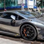 Người dân vây quanh siêu xe Lamborghini Huracan lên chơi ở Đà Lạt