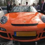 Thiếu gia được bố mua cho siêu xe Porsche 911 GT3 RS để đi học