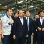 Thủ tướng thăm nhà máy sản xuất ô tô tại Ninh Bình