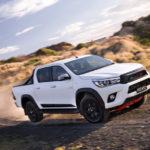 Xe bán tải Toyota Hilux TRD 2017 giá tiền tỷ