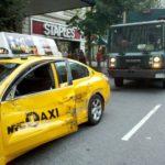 Taxi mất lái đâm vào xe mô tô ngược đường, 2 người tử vong