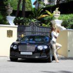 Loạt chân dài xinh đẹp đọ dáng bên xe Bentley