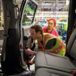 Tỷ phú Facebook đi làm công nhân cho hãng xe Ford ?