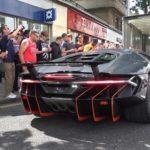 Lamborghini Centenario đến Anh khiến hàng trăm người vây quanh