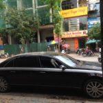 Maybach 62S đời cũ phủ bụi tái xuất trên phố Hà Nội