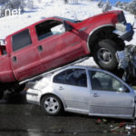 Ép người đi mô tô xe ô tô mất lái gặp tai nạn