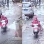 Người phụ nữ độc ác chèn xe máy 2 lần qua người em bé