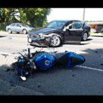 Xe mô tô lao tốc độ nhanh đâm vào đuôi xe con, người bay xa 10 mét