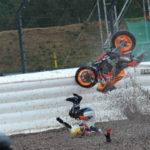 Bé trai 12 tuổi bốc đầu xe máy và cái kết bất ngờ