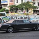 Bentley Mulsanne EWB 2017 khoe dáng trên phố Hà Nội