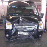 Xe khách ford transit limousine bị tai nạn hư hỏng nặng