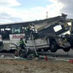 Xe Buýt phóng nhanh chèn qua nóc nhiều xe ô tô 18 người thương vong