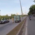 Cảnh sát giao thông phản ứng thế nào khi siêu xe Cường đôla đi qua ?