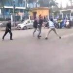 Người đi xe bán tải đánh trọng thương người đi xe mô tô trên đường