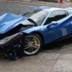 Tránh chó qua đường Ferrari chục tỷ tan nát