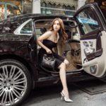 Nữ hoàng nội y Ngọc Trinh khoe dáng xinh trong Maybach S500