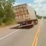 Choáng xe Container đánh lái tốc độ cao, Drift tránh người sang đường