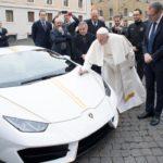 Giáo hoàng Vatican được tặng siêu xe Lamborghini Huracan bản duy nhất