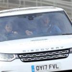 Công nương Kate cùng Hoàng tử lái xe Land rover Discovery cỡ lớn