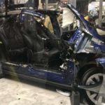 Mercedes tháo tung xe sang Tesla Model X đi thuê để nghiên cứu ?
