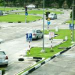'Đón đầu' tin xe hơi giảm giá, số người đi học lái tăng cao?