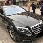 Xế sang Mercedes S400 bị vặt trụi 2 gương và lô gô dù đỗ gần phòng bảo vệ
