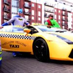 Siêu xe Ferrari, Lamborghini mang ra vỉa hè cho thuê
