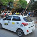 Ninh Bình: Thanh sắt rơi xuống xuyên thủng nóc taxi làm một người tử vong