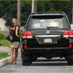 Phụ nữ có nên mua Toyota Land Cruiser để đi làm hàng ngày ?