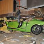 Siêu xe Lamborghini Gallardo Superleggera tan nát rúc gầm nhà di động