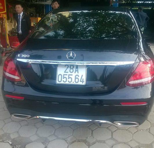 Xe sang Mercedes E300 mới cứng giá bán hơn 3 tỷ đồng.
