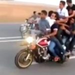 Những chiếc xe máy chở được nhiều người nhất thế giới
