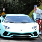 Justin Bieber nhìn nổi bật hơn cả Lamborghini Aventador S