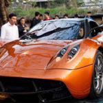 Siêu xe Pagani Huayra giá 80 tỷ đồng đổ xăng khá hài hước ở VN