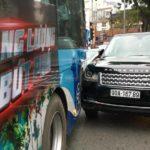 Range rover va chạm xe Buýt ở Hà Nội