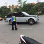 Range rover Svautobiography giá chục tỷ va chạm xe máy ở Hà Nội