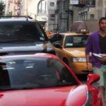 Thanh niên lái Ferrari định đâm cảnh sát bị vật ghì xuống đất