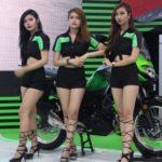 Ngắm siêu xe mô tô Kawasaki cùng dàn chân dài xinh đẹp