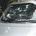 Một số xe bị đập kính hay ném đá khi đỗ trước cửa nhà ?