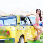 Nhã Phương xinh đẹp bên xe cổ Lada 1600
